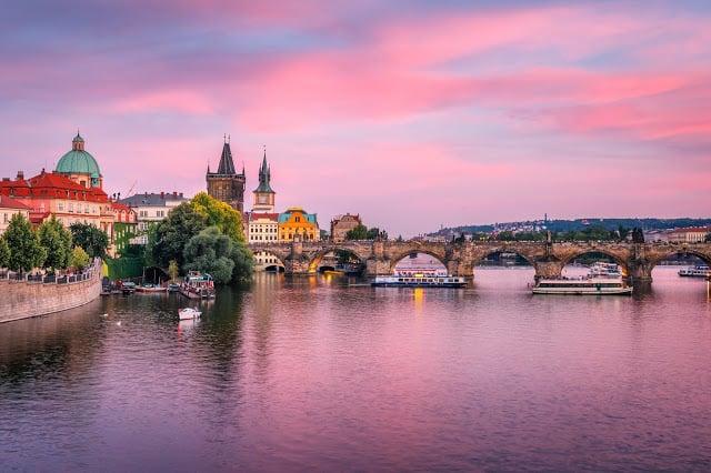 La rivière Moldau qui traverse Prague