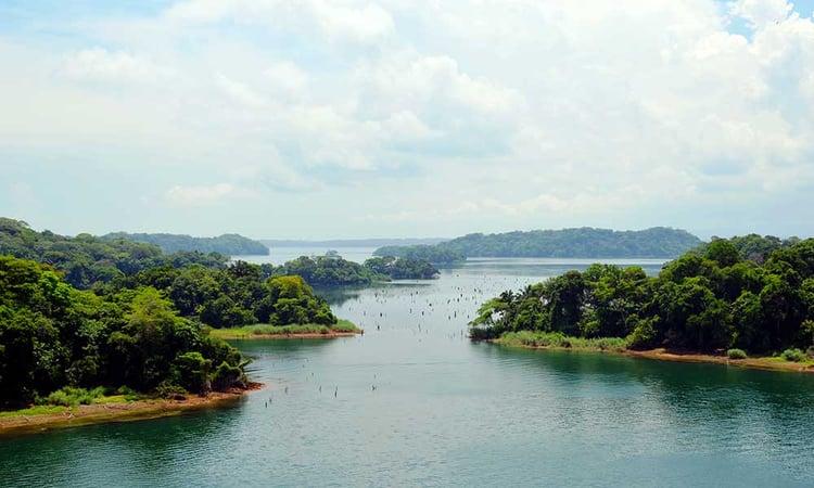 Voyages-Traditours-Canal-Panam-lac-Gatun
