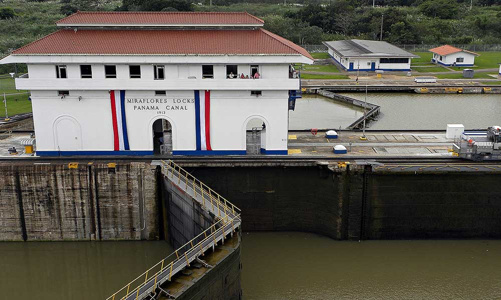 Voyages-Traditours-Canal-Panama-ecluse-Mira-Flores