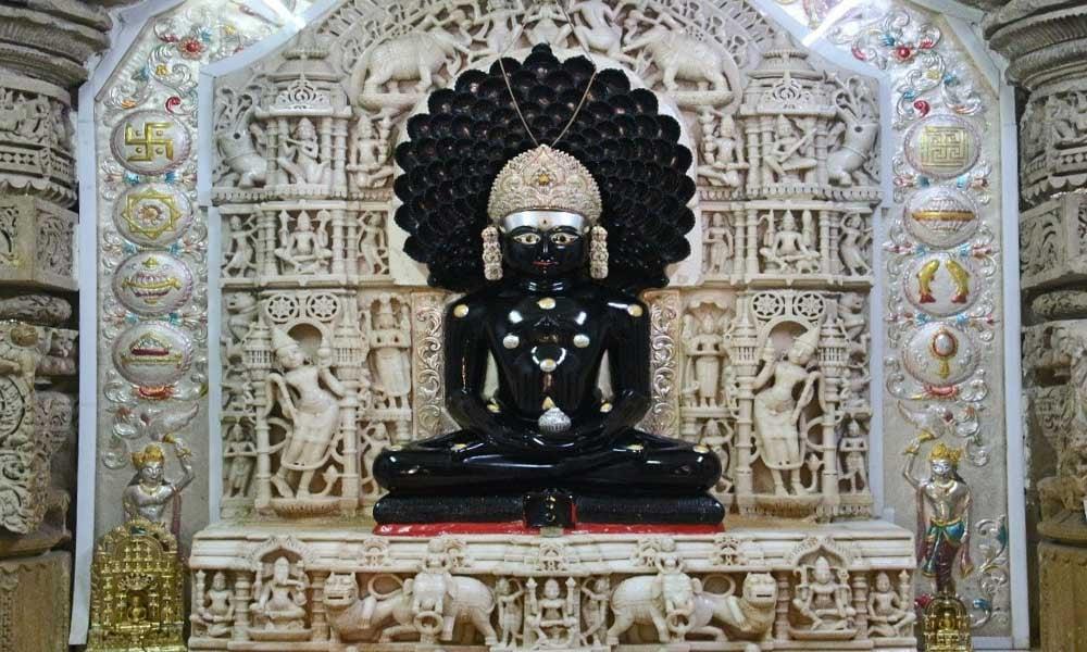 Sculpture-temple-jain-Parshvanath-Inde