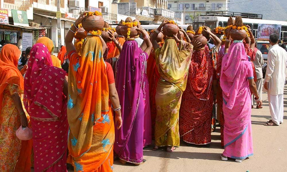 Robes et saris colorés des Indiennes