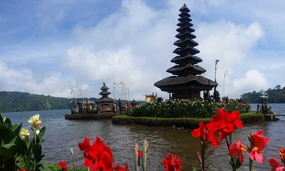 Traditours-Bali-temple-Ulun-Danu