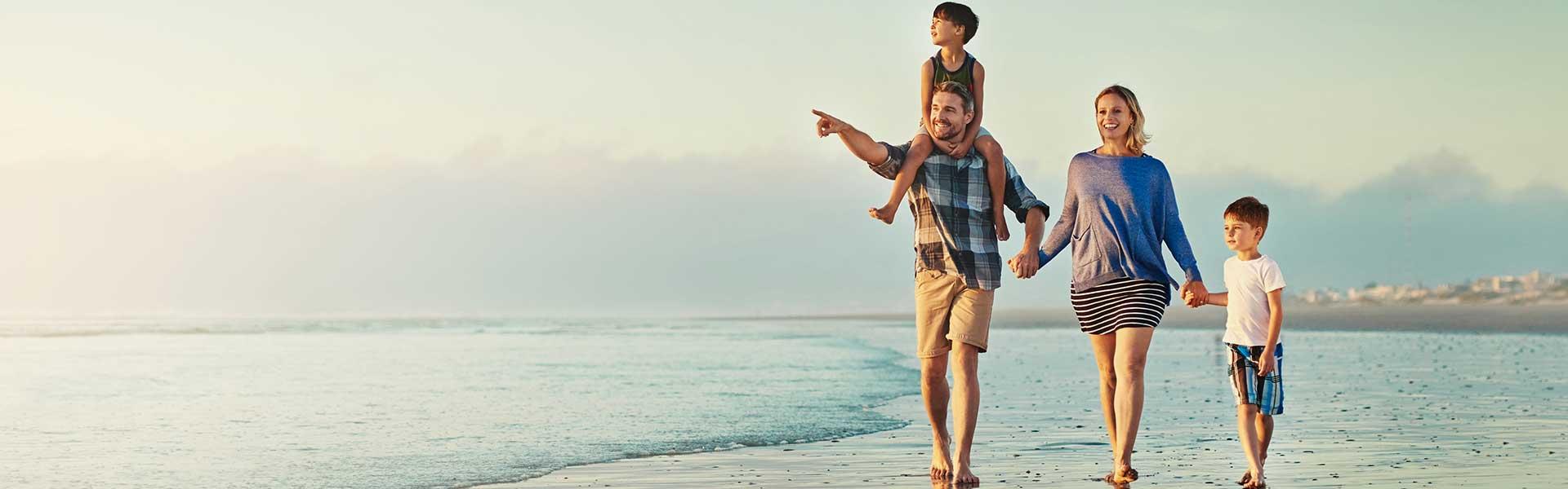 Famille sur une plage d'Afrique du Sud