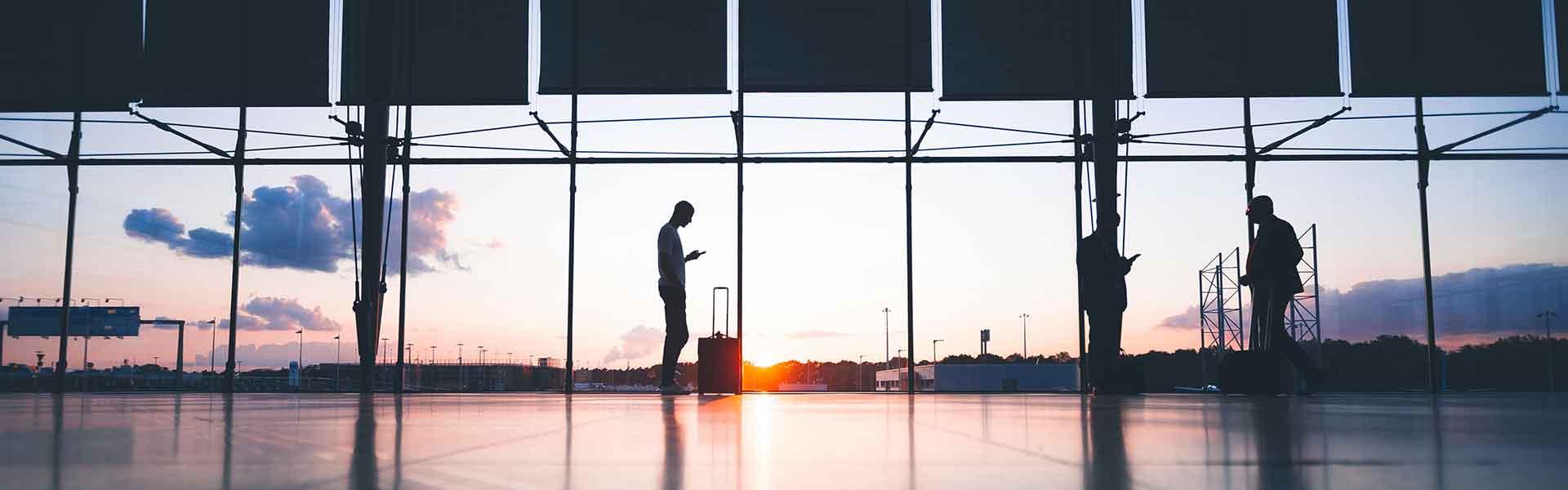 Vue d'un coucher de soleil dans un aéroport