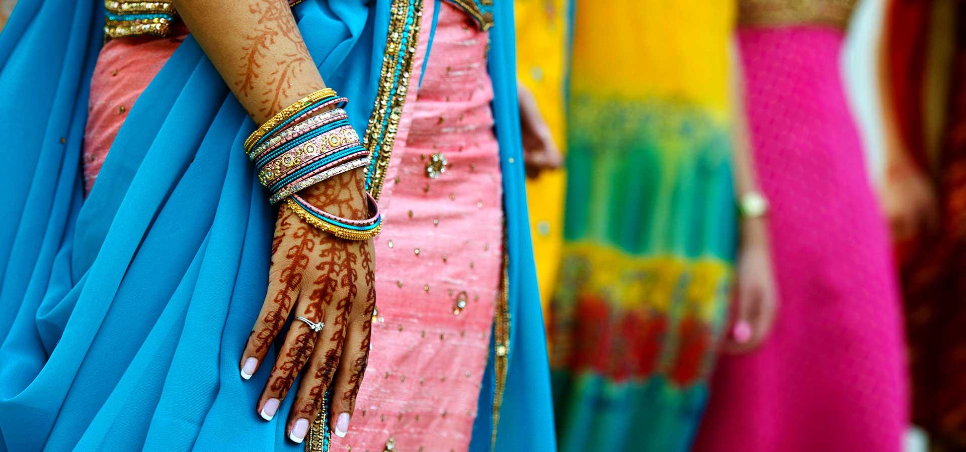 Indienne aux vêtements colorés